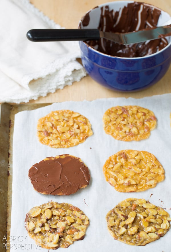 How to Make Chocolate Dipped Lace Cookies #christmas #christmascookies #lacecookies