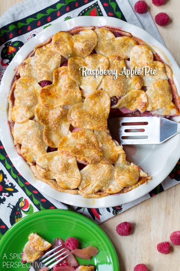 Bold Raspberry Apple Pie #fall #applepie #holiday