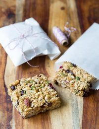 Homemade Granola Bars - A copycat version of Whole Foods Granola Bars! #healthy