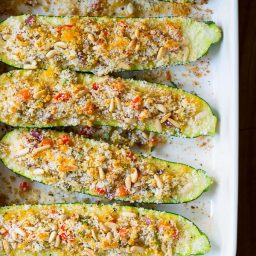 Stuffed Zucchini Boats with Quinoa and Pine Nuts #healthy #vegetarian