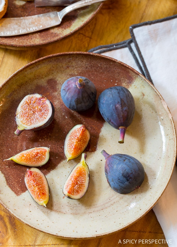 How to Make Caramelized Figs with Cheese and Gingersnaps on ASpicyPerspective.com