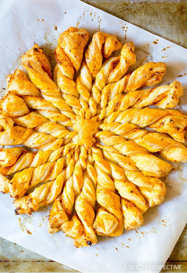 Love This Easy 4-Ingredient Sunburst Pull Apart Bread on ASpicyPerspective.com