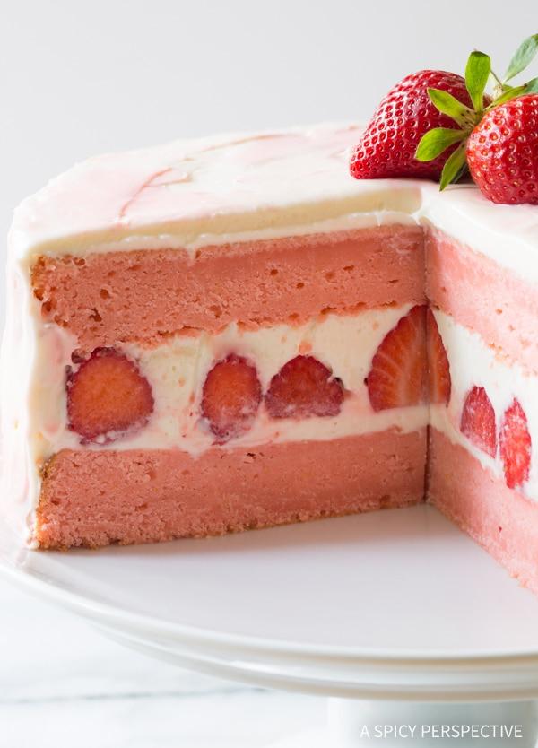 The Best Fresh Strawberry Lemonade Cake Recipe