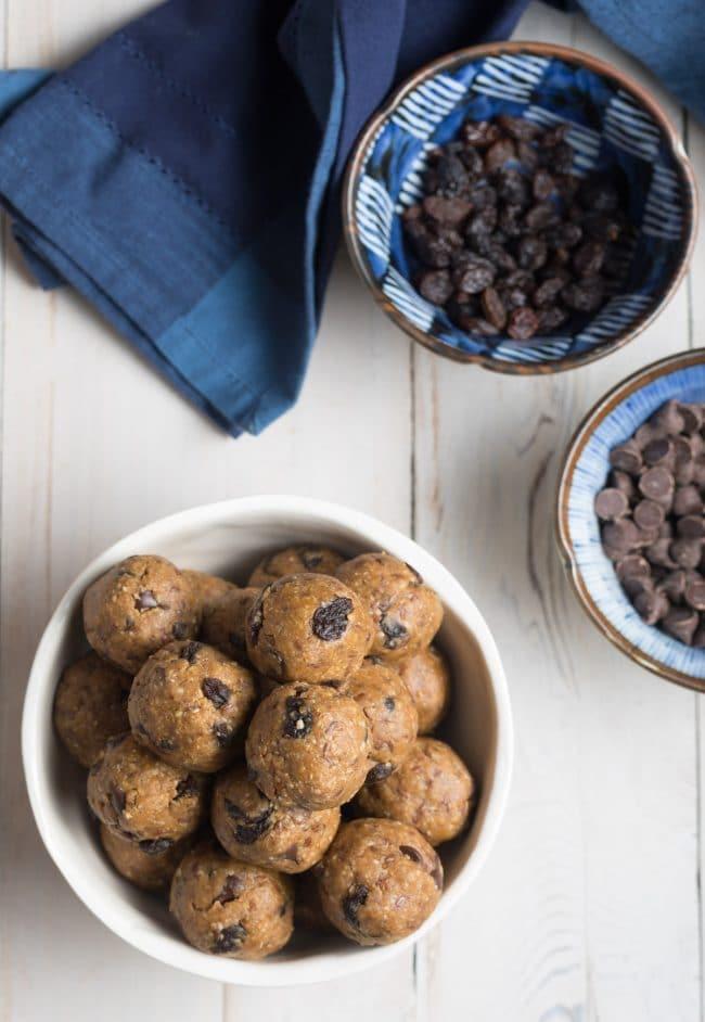 Easy No-Bake Oatmeal Energy Balls Recipe #Vegan #ASpicyPerspective