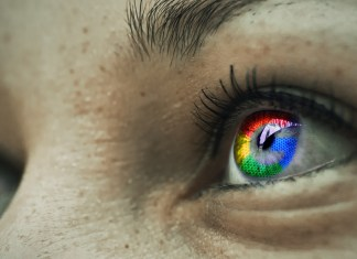 Google logo reflected in the iris of a women | Aspioneer