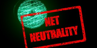 Net neutrality banner in front of a traffic light   Aspioneer
