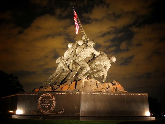 An sculpture of World War II