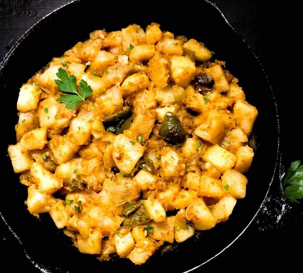 Cajun Smothered Potatoes   https:/asprinklingofcayenne.com/cajun-smothered-potatoes