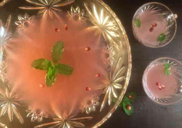Sparkling Pomegranate Mint Party Punch   http://asprinklingofcayenne.com
