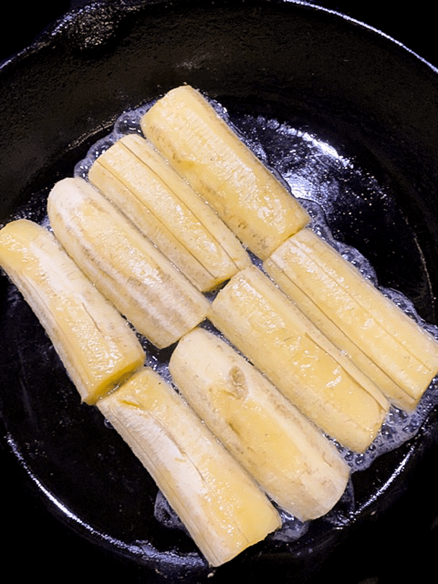Baked bananas in a skillet.