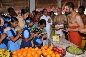 Asram arranges for thadiyaradhana (mahaprasad) in morning, afternoon and evening every day.