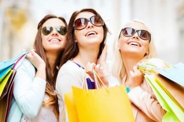 Wanita Hobi Berbelanja