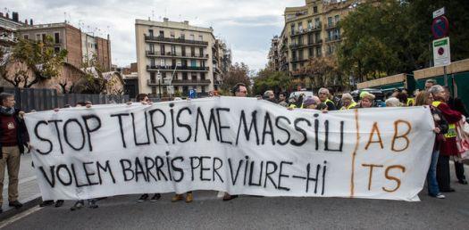 turisme-massiu-barcelona-sagrada-familia_ediima20161126_0218_19