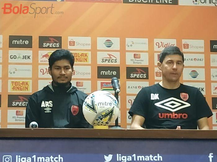Pemain dan pelatih PSM Makassar, Abdul Rahman Sulaeman seusai laga kontra Persija Jakarta, Rabu (28/8/2019).