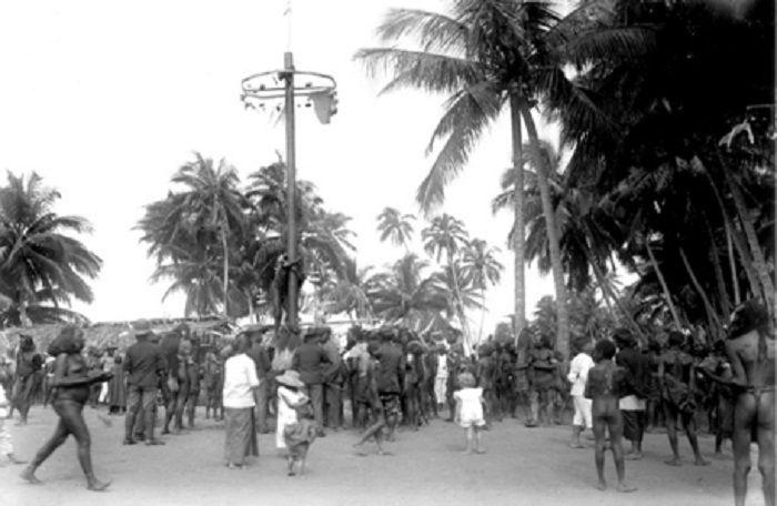 panjat pinang di Indonesia zaman belanda