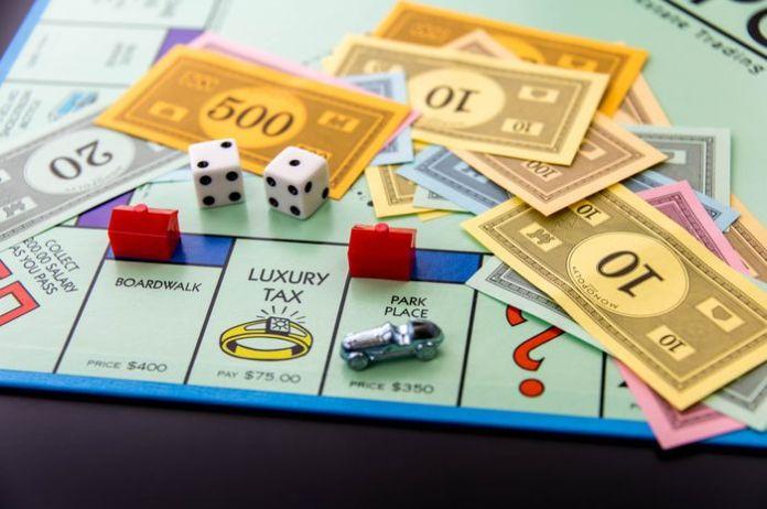 Image result for bermain monopoli bersama anak