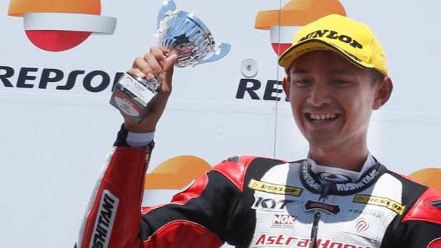 Indosport - Dimas Ekky berhasil naik podium di CEV Moto2.