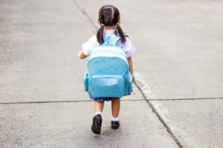 Beban Berat Tas Sekolah Bisa Memperkuat Otot Punggung Anak
