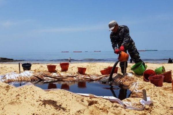 Berita Foto: Wajah Teluk Balikpapan karena Minyak ...