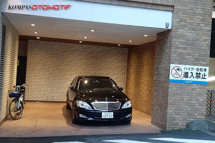 Ilustrasi parkiran mobil di Jepang