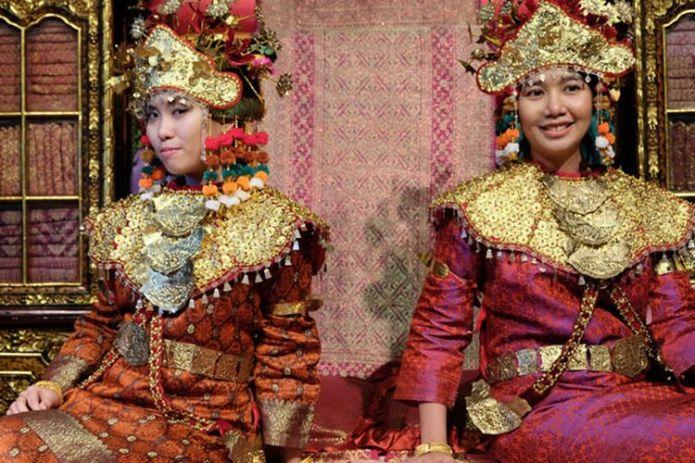 Aesan Gede Pakaian Tradisional Sumatera Selatan Halaman All Kompas Com