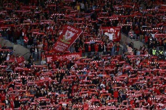 """Beri Tahu Dunia, Kami Liverpool, Juara Liga Inggris..."""" Halaman ..."""