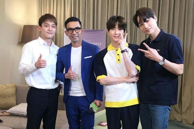 Saat Chen EXO Ajak Indra Herlambang Foto Bareng