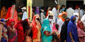 Covid-19 di India semakin parah, melampaui 300.000 kasus dalam sehari