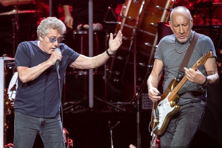 Roger Daltrey (kiri) and Pete Townshend dari band asal Inggris The Who tampil di Toyota Center pada konser The Who, Moving On!, di Houston, Texas, pada 25 September 2019.