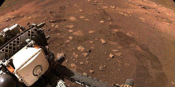 Penyelidikan Ketekunan NASA menjelajahi planet merah, Mars.