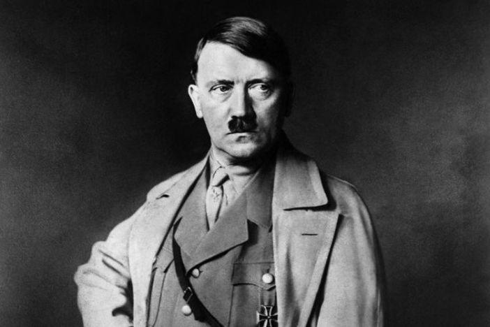 Undatiertes Porträt des nationalsozialistischen Bundeskanzlers Adolf Hitler (1889-1945).