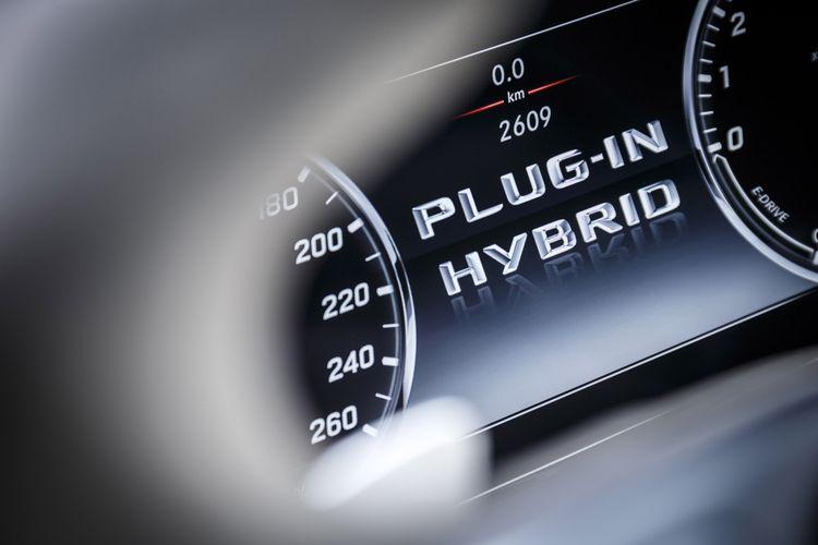Ilustrasi mobil Plug-in Hybrid.