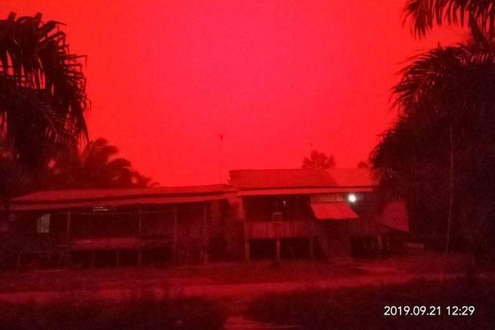 Hasil gambar untuk langit merah