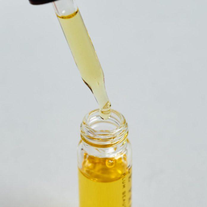 Petit Vour January 2019 plum oil detail