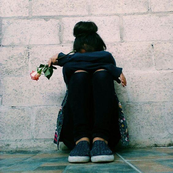 Gambar Orang Yang Sedang Sakit Hati