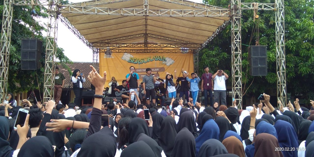 Suasana Ambyar Mic Acoustic Official Mengguncang Panggung Milad