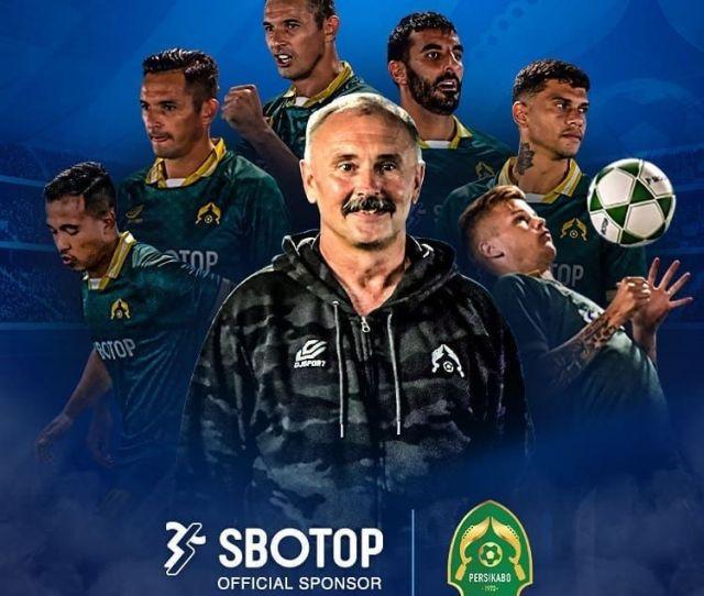 Ketika Sepak Bola Indonesia Menghalalkan Sponsor Situs Judi Online