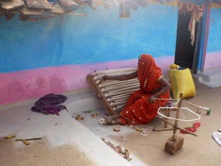 The Dindori women do alot of the pre-weaving preparation.