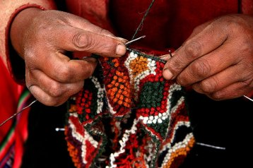 A close-up view of q'urpu being knit.