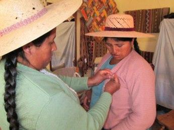 Doña Máxima Cortez honors each spinner with a Spinzilla pin.
