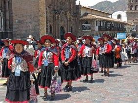Chinchero weavers parade to Tinkuy