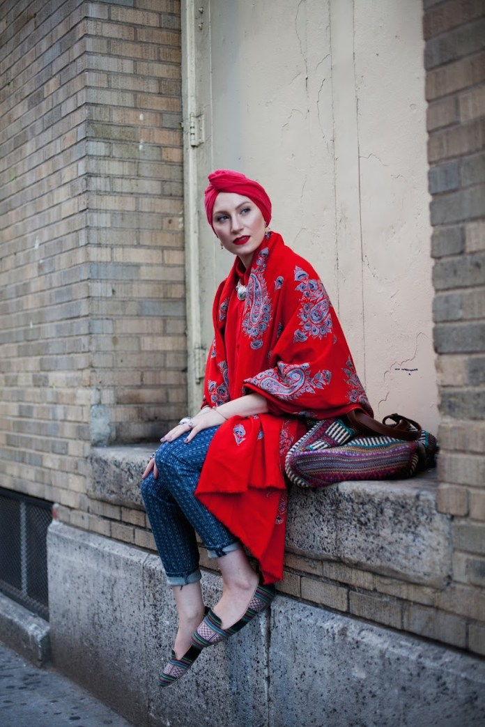 . Langston Hues, New York Minute; Feda Eid, Boston visual artist, photographer, and style blogger; from Modest Street Fashion vol. 1 2014. Image courtesy the Fine Arts Museums of San Francisco.