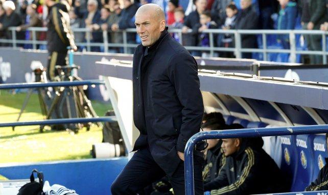 Zinedine Zidane sur le banc du Real