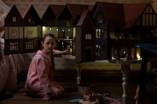 AMELIE BEA SMITH as FLORA in episode 101 of THE HAUNTING OF BLY MANOR.