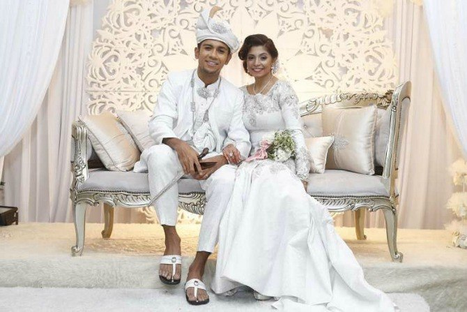 Traditional Wedding Dresses In Singapore: 6 Celebrities