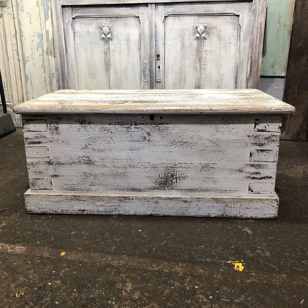 vintage antique pine trunk chest box coffee table toy storage rustic shabby chic vinterior