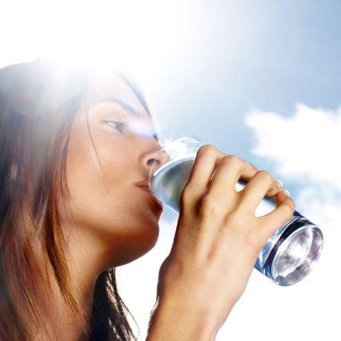 """Résultat de recherche d'images pour """"boire beaucoup d'eau femme noire"""""""