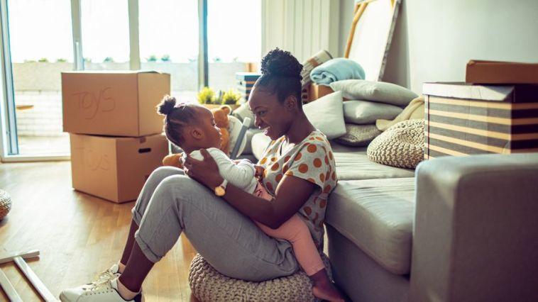 Cette maman montre et explique en vidéo comment enseigner le consentement à ses enfants