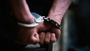Interpellé pour violences conjugales, il se sert de son bébé comme bouclier face à la police