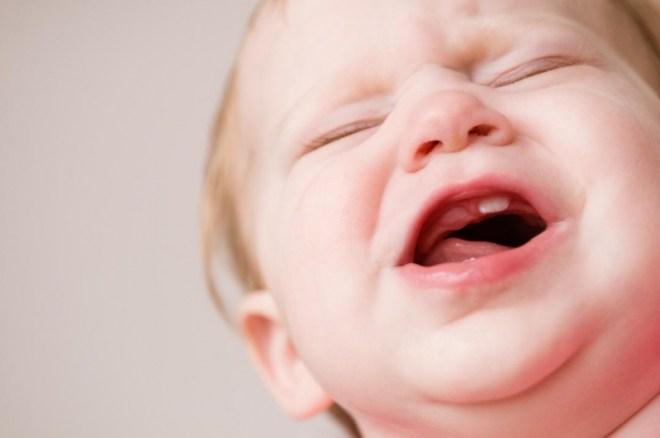 علاج تسنين الأطفال الرضع